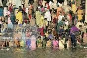 devotees-dip-in-narmada-river-on-ganga-dussehra