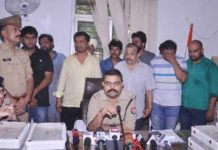 10-arrested-with-old-currency-of-rupees-1-crores./