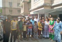 ahmedabad-news/crime/anandnagar-police-break-open-door-to-arrest-youth