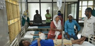 gujarat-news/south-gujarat/four-teens-falls-in-causeway-while-taking-selfie-two-dead-two-under-treatment