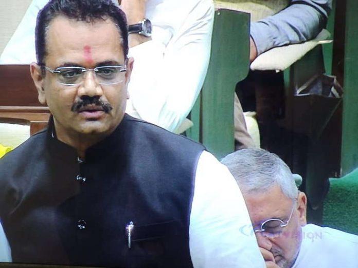 news/MGUJ-GAN-OMC-LCL-jitu-vaghani-gives-tribute-to-vajpayee-than-mla-and-ahmedabad-bjp-president-sleep-gujarati