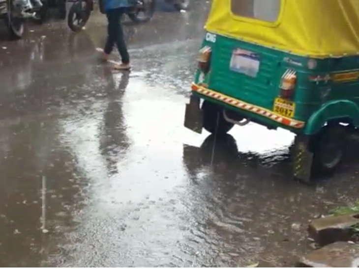 SAU-RJK-HMU-LCL-slow-rain-fall-in-rajkot-and-saurashtra-so-happy-in-farmer-gujarati